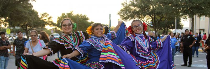 folklorico students posing in their outfits