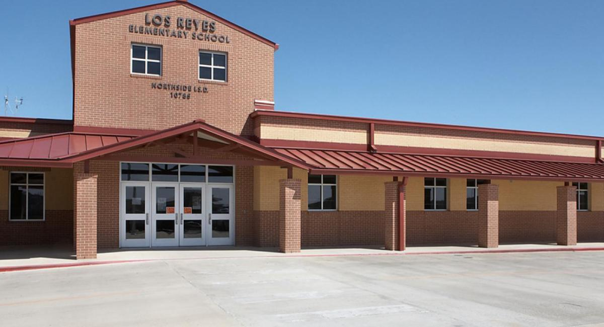 Front of Los Reyes Elementary